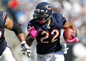 CHARLOTTE, NC - OCTOBER 10: Running back Matt Forte #22 of the Chicago Bears runs with the ball against the Carolina Panthers at Bank of America Stadium on October 10, 2010 in Charlotte, North Carolina. (Photo by Geoff Burke/Getty Images)