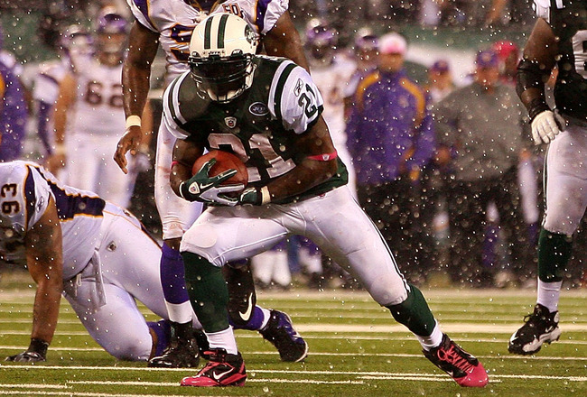 EAST RUTHERFORD, NJ - OCTOBER 11:  LaDainian Tomlinson #21 of the New York Jets runs the ball in the rain against the Minnesota Vikings at New Meadowlands Stadium on October 11, 2010 in East Rutherford, New Jersey.  (Photo by Andrew Burton/Getty Images)