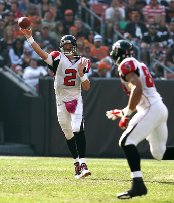 CLEVELAND - OCTOBER 10:  Quarterback Matt Ryan #2 of the Atlanta Falcons throws to tight end Tony Gonzalez #88 against the Cleveland Browns at Cleveland Browns Stadium on October 10, 2010 in Cleveland, Ohio.  (Photo by Matt Sullivan/Getty Images)