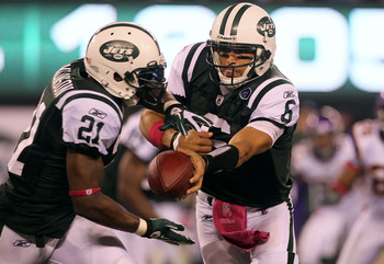 EAST RUTHERFORD, NJ - OCTOBER 11:  Quarterback Mark Sanchez #6 of the New York Jets hands the ball off to LaDainian Tomlinson #21 against the Minnesota Vikings at New Meadowlands Stadium on October 11, 2010 in East Rutherford, New Jersey.  (Photo by Jim M