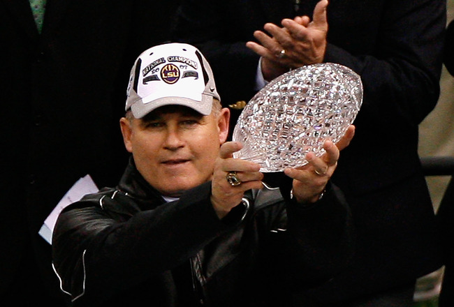 NEW ORLEANS - JANUARY 07:  Head coach Les Miles of the Louisiana State University Tigers celebrates with the championship trophy after defeating the Ohio State Buckeyes 38-24 in the AllState BCS National Championship on January 7, 2008 at the Louisiana Su