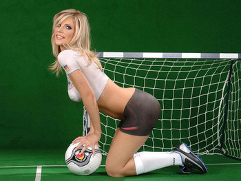 Football_body_paint_1024x7686_display_image