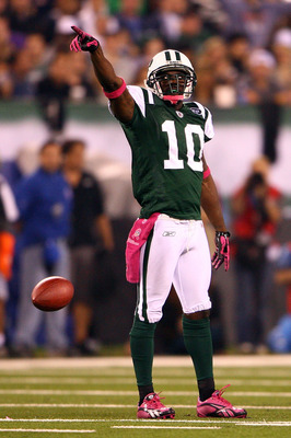 EAST RUTHERFORD, NJ - OCTOBER 11:  Santonio Holmes #10 of the New York Jets gestures after he made a first down reception in the second quarter against the Minnesota Vikings at New Meadowlands Stadium on October 11, 2010 in East Rutherford, New Jersey.  (