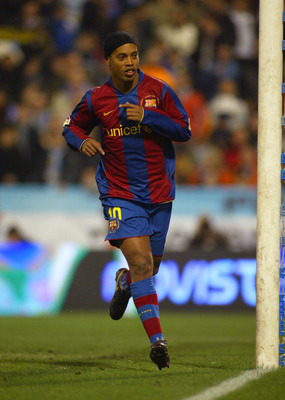 ZARAGOZA, SPAIN - FEBRUARY 16: Ronaldinho of Barcelona celebrates his goal during the La Liga match between Real Zaragoza and FC Barcelona at the La Romareda stadium February 16, 2008 in Zaragoza, Spain.  (Photo by Bagu Blanco/Getty Images).