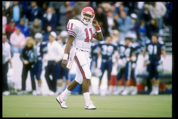 2 Dec 1989: Quarterback Andre Ware #11 of the Houston Cougars in action during a game against the Rice Owls in Houston, Texas. The Houston Cougars won the game 64-0.