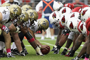 GLENDALE, AZ - OCTOBER 10:  Center Jonathan Goodwin #76 of the New Orleans Saints prepares to snap the ball during the NFL game against the Arizona Cardinals at the University of Phoenix Stadium on October 10, 2010 in Glendale, Arizona.  The Cardinals def