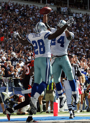 IRVING, TX - OCTOBER 05:  Running back Felix Jones #28 of the Dallas Cowboys celebrates a touchdown with Marion Barber #24 against the Cincinnati Bengals at Texas Stadium on October 5, 2008 in Irving, Texas.  (Photo by Ronald Martinez/Getty Images)
