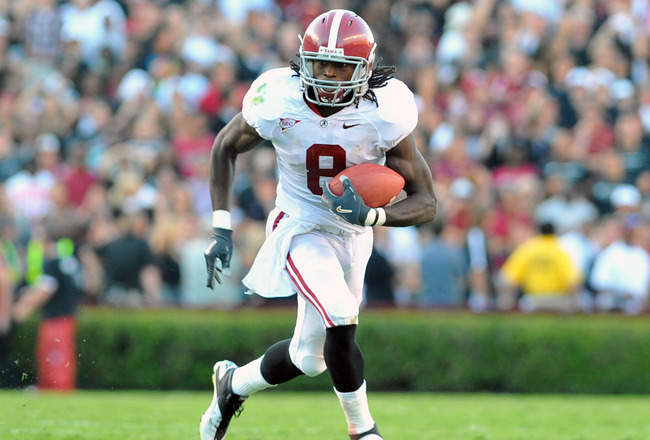 COLUMBIA, SC - OCTOBER 9: Wide receiver Julio Jones #8 of the Alabama Crimson Tide grabs a pass against the South Carolina Gamecocks October 9, 2010 at Williams-Brice Stadium in Columbia, South Carolina.  (Photo by Al Messerschmidt/Getty Images)