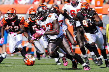 CINCINNATI, OH - OCTOBER 10:  Running back LeGarrette Blount  #27 of the Tampa Bay Buccaneers looks for running room as a host of Cincinnati Bengals pursue at Paul Brown Stadium on October 10, 2010 in Cincinnati, Ohio.  (Photo by Jamie Sabau/Getty Images)