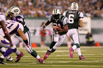 EAST RUTHERFORD, NJ - OCTOBER 11:  LaDainian Tomlinson #21 of the New York Jets runs the ball in the first half against the Minnesota Vikings at New Meadowlands Stadium on October 11, 2010 in East Rutherford, New Jersey.  (Photo by Jim McIsaac/Getty Image