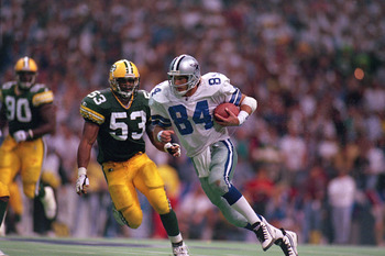 IRVING, TX - JANUARY 14: Jay Novacek #84 of the Dallas Cowboys carries the ball during a game against the Green Bay Packers at Texas Stadium on January 14, 1996 in Irving, Texas. The Cowboys won 38-27 . (Photo by: Al Bello/Getty Images)