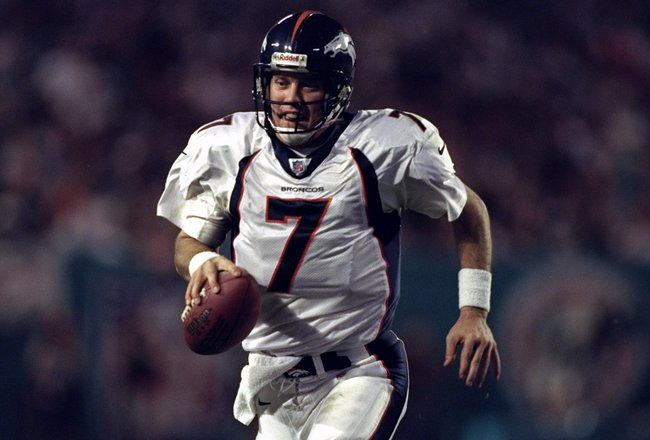 21 Dec 1998:  Quarterback John Elway #7 of the Denver Broncos in action during the game against the Miami Dolphins at Pro Player Stadium in Miami, Florida. The Dolphins defeated the Broncos 31-21. Mandatory Credit: Andy Lyons  /Allsport