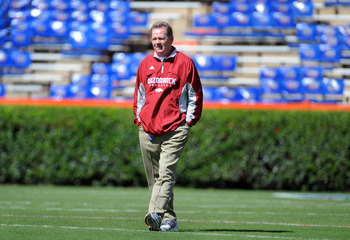 GAINESVILLE, FL - OCTOBER 17: Coach Bobby Petrino of the Arkansas Razorbacks walks the field before play against the Florida Gators October 17, 2009 at Ben Hill Griffin Stadium in Gainesville, Florida.  (Photo by Al Messerschmidt/Getty Images)