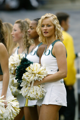 PASADENA, CA - NOVEMBER 15:  An Oregon Ducks on during the game against the UCLA Bruins on November 15, 2003 at the Rose Bowl in Pasadena, California. Oregon defeated UCLA 31-13. (Photo by Doug Benc/Getty Images)