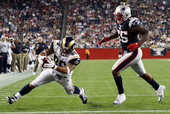 FOXBORO, MA - AUGUST 26:  Michael Hoomanawanui #86 of the St. Louis Rams scores a touchdown as Brandon Spikes #55 of the New England Patriots defends on August 26, 2010 at Gillette Stadium in Foxboro, Massachusetts.  (Photo by Elsa/Getty Images)