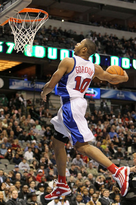 DALLAS - FEBRUARY 12:  Eric Gordon #10 of the Los Angeles Clippers shoots during the slam dunk contest held at halftime during the T-Mobile Rookie Challenge & Youth Jam part of 2010 NBA All-Star Weekend at American Airlines Center on February 12, 2010 in