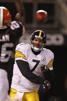 CLEVELAND - DECEMBER 10:  Ben Roethlisberger #7 of the Pittsburgh Steelers passes during the game against the Cleveland Browns on December 10, 2009 at Cleveland Browns Stadium in Cleveland, Ohio. Cleveland won the game 13-6.  (Photo by Gregory Shamus/Gett