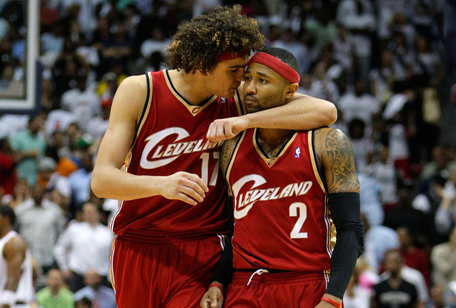 ATLANTA - MAY 11:  Anderson Varejao #17 celebrates with Mo Williams #2 of the Cleveland Cavaliers after scoring against the Atlanta Hawks during Game Four of the Eastern Conference Semifinals during the 2009 NBA Playoffs at Philips Arena on May 11, 2009 i