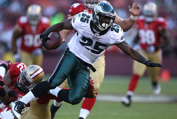 SAN FRANCISCO - OCTOBER 10:  LeSean McCoy #25 of the Philadelphia Eagles runs against the San Francisco 49ers during an NFL game at Candlestick Park on October 10, 2010 in San Francisco, California.  (Photo by Jed Jacobsohn/Getty Images)