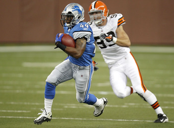 DETROIT - AUGUST 28: Jahvid Best #44 of the Detroit Lions gets past Scott Fujita #99 of the Cleveland Browns during a first quarter run in preseason game on August 28, 2010 at Ford Field in Detroit, Michigan. (Photo by Gregory Shamus/Getty Images)
