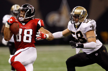 NEW ORLEANS - SEPTEMBER 26:  Tony Gonzalez #88 of the Atlanta Falcons avoids a tackle by Scott Shanle #58 of the New Orleans Saints at the Louisiana Superdome on September 26, 2010 in New Orleans, Louisiana.  The Falcons defeated the Saints 27-24.  (Photo