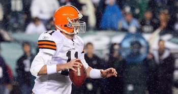 PHILADELPHIA - DECEMBER 15:  Quarterback Ken Dorsey #11 of the Cleveland Browns looks to pass against the Philadelphia Eagles on December 15, 2008 at Lincoln Financial Field in Philadelphia, Pennsylvania.  (Photo by Jim McIsaac/Getty Images)