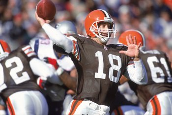 12 Nov 2000: Doug Pederson #18 of the Cleveland Browns throws a pass during the game against the New England Patriots at the Browns Stadium in Cleveland, Ohio.  The Browns defeated the Patriots 19-11.Mandatory Credit: Jonathan Daniel  /Allsport