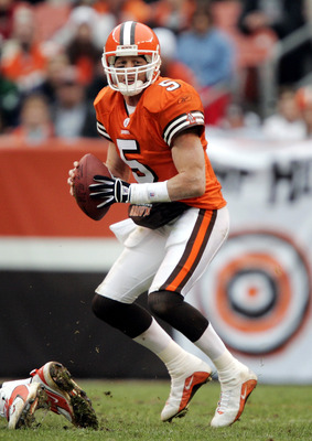 CLEVELAND - NOVEMBER 21:  Quarterback Jeff Garcia #5 of the Cleveland Browns drops back to throw against the New York Jets in the first half on November 21, 2004 at Cleveland Browns Stadium in Cleveland, Ohio.  The Jets won 10-7.   (Photo by Brian Bahr/Ge