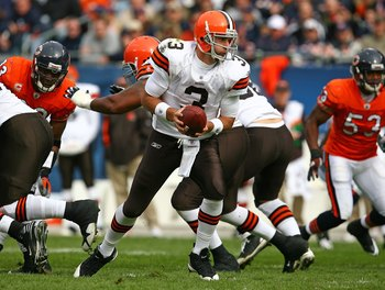 CHICAGO - NOVEMBER 01: Derek Anderson #3 of the Cleveland Browns turns to hand-off against the Chicago Bears at Soldier Field on November 1, 2009 in Chicago, Illinois. The Bears defeated the Browns 30-6.  (Photo by Jonathan Daniel/Getty Images)