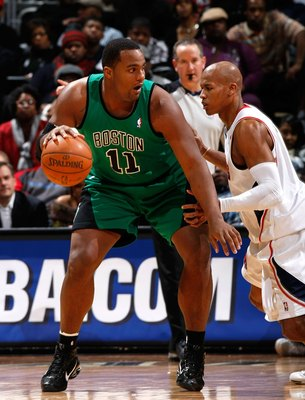 Glen Davis takes on Maurice Evans in some post play.