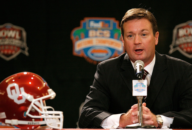 FORT LAUDERDALE, FL - JANUARY 07:  Head coach Bob Stoops of the Oklahoma Sooners speaks during the FedEx BCS Head Coaches Press Conference at Harbor Beach Marriott Resort & Spa on January 7, 2009 in Fort Lauderdale, Florida.  (Photo by Doug Benc/Getty Ima