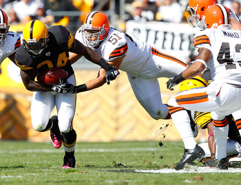 PITTSBURGH - OCTOBER 17:  Rashard Mendenhall #34 of the Pittsburgh Steelers runs through Chris Gocong #51 of the Cleveland Browns during the game on October 17, 2010 at Heinz Field in Pittsburgh, Pennsylvania.  (Photo by Jared Wickerham/Getty Images)