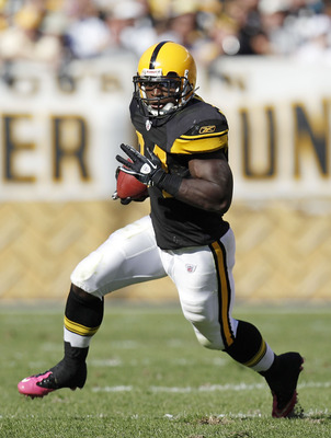 PITTSBURGH - OCTOBER 17:  Rashard Mendenhall #34 of the Pittsburgh Steelers looks for running room while playing the Cleveland Browns on October 17, 2010 at Heinz Field in Pittsburgh, Pennsylvania. Pittsburgh won the game 28-10. (Photo by Gregory Shamus/G