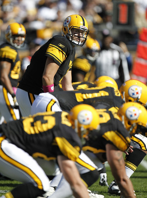 PITTSBURGH - OCTOBER 17:  Ben Roethlisberger #7 of the Pittsburgh Steelers looks on at the line of scrimage while playing the Cleveland Browns on October 17, 2010 at Heinz Field in Pittsburgh, Pennsylvania.  (Photo by Gregory Shamus/Getty Images)