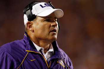BATON ROUGE, LA - SEPTEMBER 25:  Head coach Les Miles of the Louisiana State University Tigers waches a play against the West Virginia Mountaineers at Tiger Stadium on September 25, 2010 in Baton Rouge, Louisiana.  The Tigers defeated the Mountaineers 20-