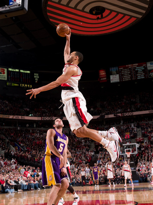 Brandon-roy-of-the-portland-trailblazers-dunks-over-the-lakers-jordan-farmar-during-the-game_display_image