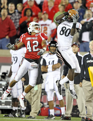 LOUISVILLE, KY - OCTOBER 15:  Armon Binns # 80 of the Cincinnati Bearcats catches a touchdown pass during the Big East Conference game while defended by Bobby Burns #42 of the Louisville Cardinals at Papa John's Cardinal Stadium on October 15, 2010 in Lou