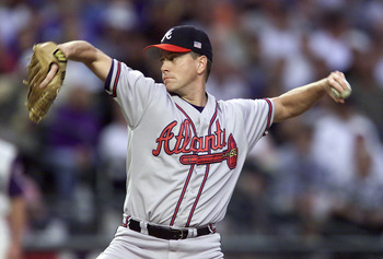 17 Oct 2001:  Starting pitcher Tom Glavine #21 of the Atlanta Braves pitches against the Arizona Diamondbacks during the first inning of Game 2 of the National League Championship Series at Bank One Ballpark in Phoenix, Arizona.   DIGITAL IMAGE Mandatory