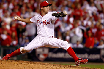 PHILADELPHIA - OCTOBER 17:  Pitcher Roy Oswalt #44 of the Philadelphia Phillies pitches in the eighth inning against the San Francisco Giants in Game Two of the NLCS during the 2010 MLB Playoffs at Citizens Bank Park on October 17, 2010 in Philadelphia, P