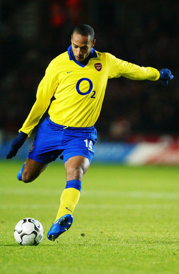 SOUTHAMPTON - DECEMBER 29:  Thierry Henry of Arsenal strikes the ball during the FA Barclaycard Premiership match between Southampton and Arsenal on December 29, 2003 at St Mary's Stadium in Southampton, England.  Arsenal won the match 1-0.  (Photo by Mik