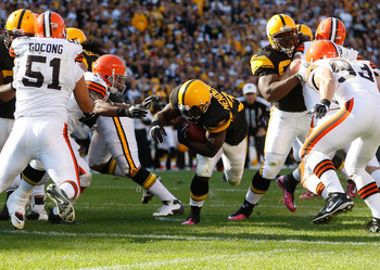 PITTSBURGH - OCTOBER 17:  Rashard Mendenhall #34 of the Pittsburgh Steelers dives in for a touchdown against the Cleveland Browns during the game on October 17, 2010 at Heinz Field in Pittsburgh, Pennsylvania.  (Photo by Jared Wickerham/Getty Images)