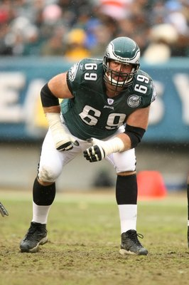 PHILADELPHIA - NOVEMBER 18:  Jon Runyan #69 of the Philadelphia Eagles crouches into position during the NFL game against the Miami Dolphins at Lincoln Financial Field on November 18, 2007 in Philadelphia, Pennsylvania. (Photo by Al Bello/Getty Images)