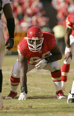 KANSAS CITY, MO - NOVEMBER 6: Will Shields #68 of the Kansas City Chiefs gets ready for the snap during the game agianst the Oakland Raiders on November 6, 2005 at Arrowhead Stadium in Kansas City, Missouri.  The Chiefs won 27-23. (Photo by Brian Bahr/Get