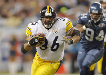 Steelers Jerome Bettis during Super Bowl XL between the Pittsburgh Steelers and Seattle Seahawks at Ford Field in Detroit, Michigan on February 5, 2006. (Photo by Al Messerschmidt/Getty Images)