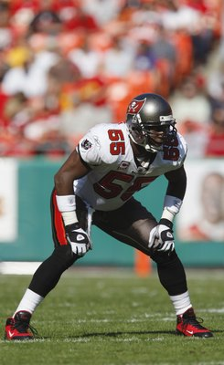 KANSAS CITY, MO - NOVEMBER 02:  Derrick Brooks #55 of the Tampa Bay Buccaneers gets set for play against the Kansas City Chiefs during their NFL game on November 2, 2008 at Arrowhead Stadium in Kansas City, Missouri.  The Buccaneers won 30 to 27 in overti