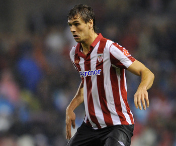 BILBAO, SPAIN - SEPTEMBER 25:  Fernando Llorente of Athletic Bilbao controls the ball during the La Liga match between Athletic Bilbao and Barcelona at the San Mames Stadium on September 25, 2010 in Bilbao, Spain. Barcelona won the match 3-1.  (Photo by J