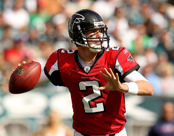 PHILADELPHIA - OCTOBER 17: Matt Ryan #2 of the Atlanta Falcons passes against  the Philadelphia Eagles during their game at Lincoln Financial Field on October 17, 2010 in Philadelphia, Pennsylvania.  (Photo by Al Bello/Getty Images)