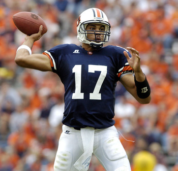 AUBURN, AL - OCTOBER 23:  Jason Campbell #17 of the Auburn Tigers looks to throw a pass against the Kentucky Wildcats on October 23, 2004 at Jordan-Hare stadium in Auburn, Alabama. Auburn defeated Kentucky 41-10. (Photo by Chris Graythen/Getty Images)