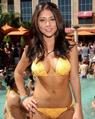 Arianny-celeste-at-tao-beach-2-570_display_image
