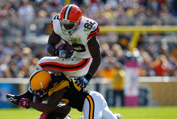 PITTSBURGH - OCTOBER 17:  Benjamin Watson #82 of the Cleveland Browns attempts to go up and over Ryan Clark #25 of the Pittsburgh Steelers during the game on October 17, 2010 at Heinz Field in Pittsburgh, Pennsylvania.  (Photo by Jared Wickerham/Getty Ima